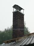 внешний участок дымохода шидель уни schiedel uni в отделке искусственным камнем, зонт-дымник наполеон