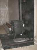 лёгкий печной подиум в отделке плиткой, буржуйка vermont intrepid II в черной термокраске