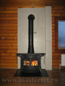 печь defiant установлена на лист в термокраске, экран по стене сделан из минерита