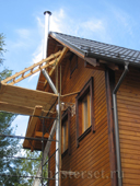 монтаж модульного печного дымохода по фасаду, в обход крышного свеса