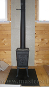 буржуйка jotul f602 gd bp, монтаж на лист в термокраске, за печью термозащита минерит, из печи чёрная труба с шибером